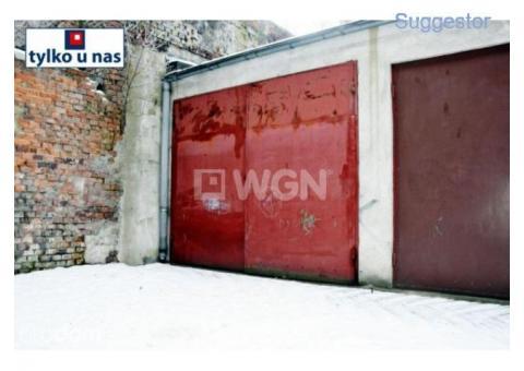 Garaż, Legnica, Senatorska